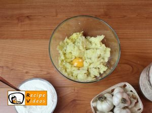 Garlic gnocchi with cheese sauce recipe, how to make Garlic gnocchi with cheese sauce step 2