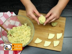 Cheese-filled potato medallions recipe, prepping Cheese-filled potato medallions step 5