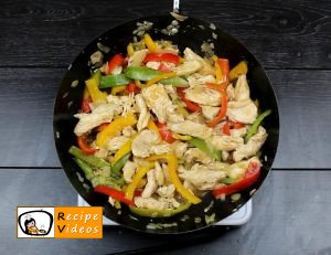 Chicken and vegetables penne recipe, prepping Chicken and vegetables penne step 3