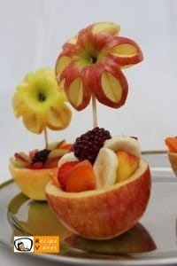 Fruit cup with apple flowers recipe, how to make Fruit cup with apple flowers step 4