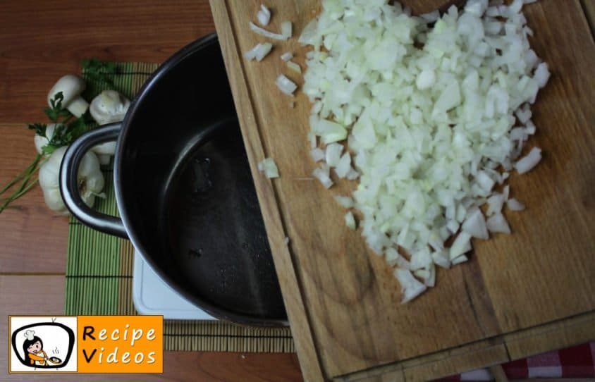 Mushroom ragout with sour cream recipe, prepping Mushroom ragout with sour cream step 1