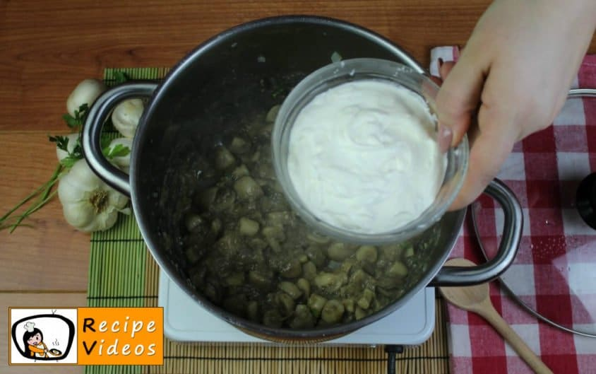 Mushroom ragout with sour cream recipe, prepping Mushroom ragout with sour cream step 8