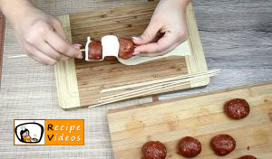 Larded meatballs with tomato sauce recipe, prepping Larded meatballs with tomato sauce step 3