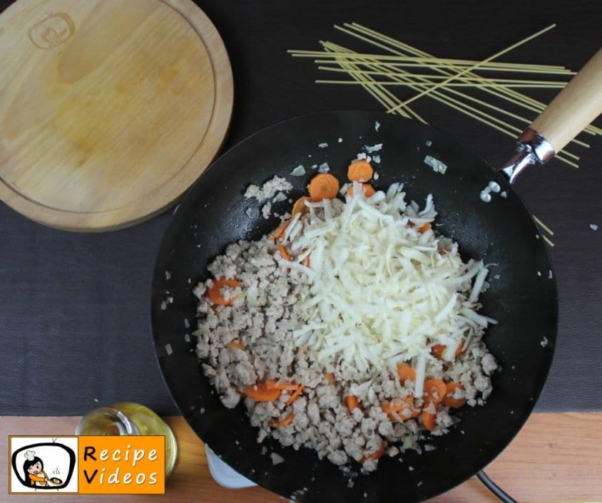Spaghetti Bolognese recipe, prepping Spaghetti Bolognese step 3