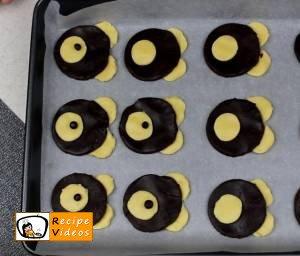 Teddy cake recipe, prepping Teddy cake step 5