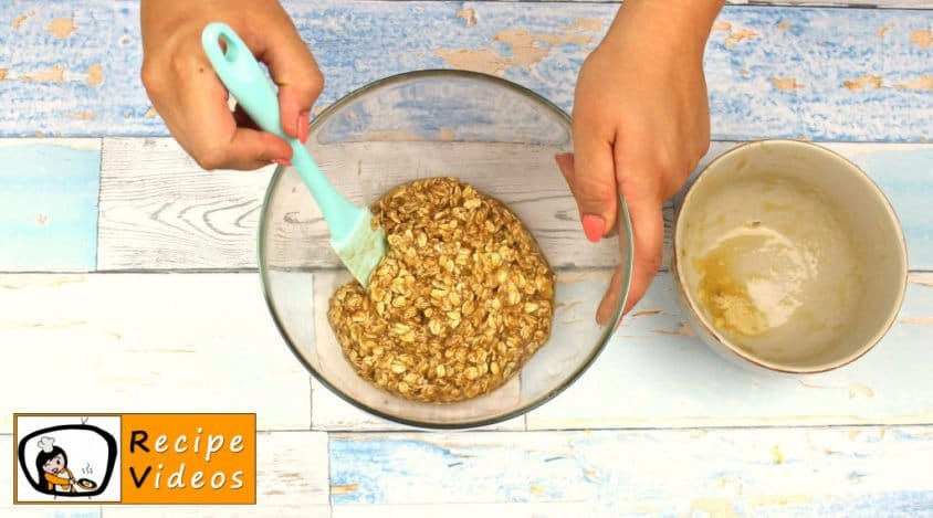 Yogurt Sundae with Oatmeal recipe, prepping Yogurt Sundae with Oatmeal step 3