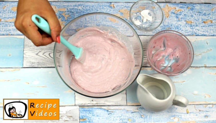 Yogurt Sundae with Oatmeal recipe, prepping Yogurt Sundae with Oatmeal step 5