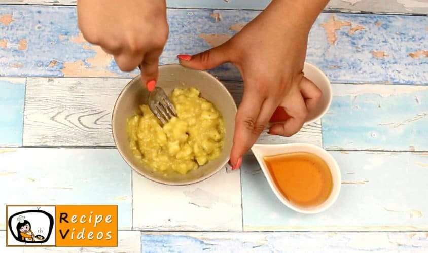Yogurt Sundae with Oatmeal recipe, prepping Yogurt Sundae with Oatmeal step 1