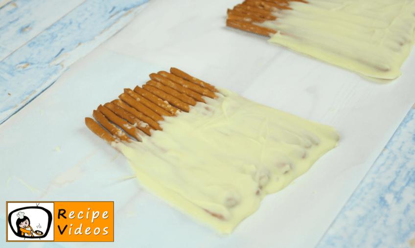 Chocolate Pretzel Snowman recipe, how to make Chocolate Pretzel Snowman step 2
